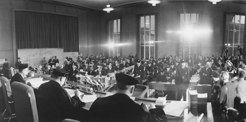 Beginn-des-Prozesses-Verhandlungssaal-im-Römer-in-Frankfurt-Dezember-1963_500