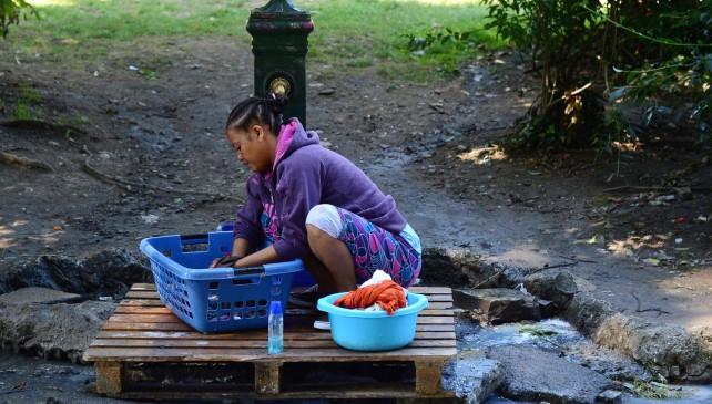 migrante che lava_como 2016